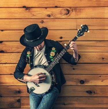 live country music banjo player